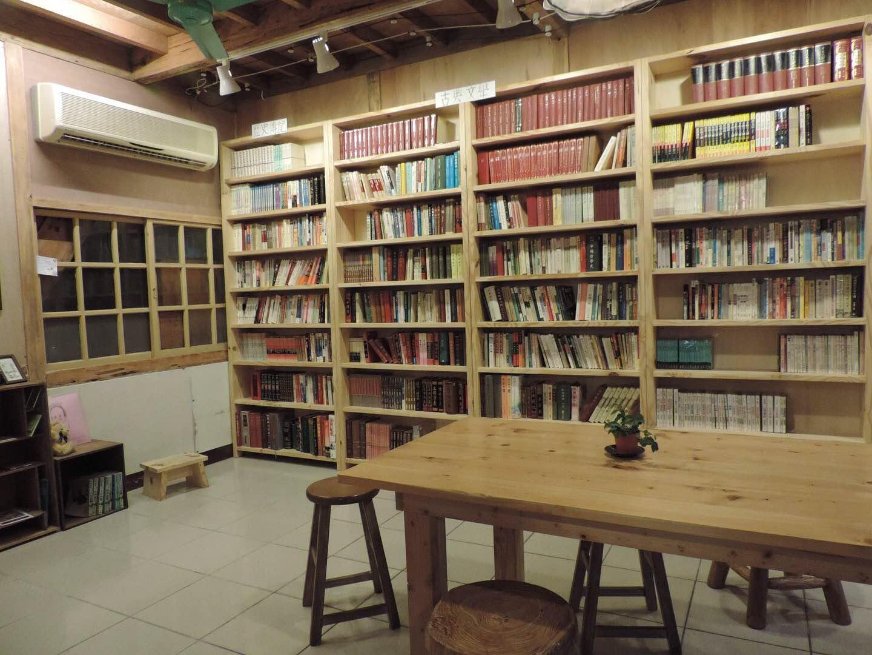 来自太空的书店设计