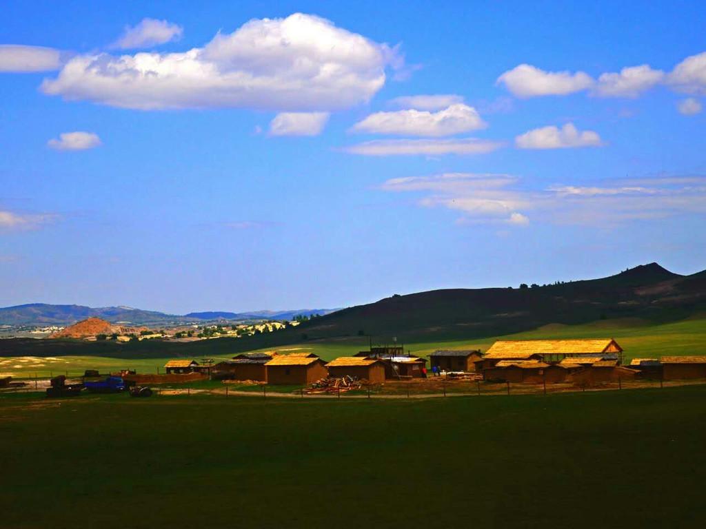 具体项目介绍:  弘吉剌部由乌拉盖小镇,草原骑马,下马酒,小吃一条