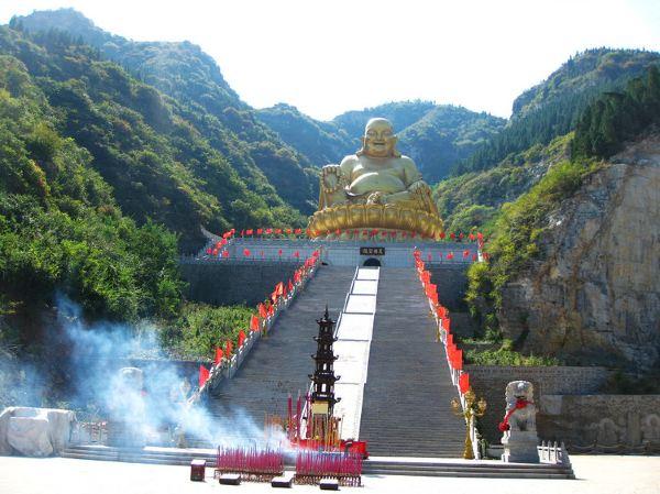 泰和山风景区位于潍坊青州市西南部的连绵群山之中,景区总面积20平