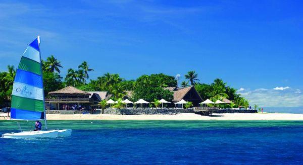 从楠迪机场乘坐直升机或水上飞机可在15分钟内抵达酒店.