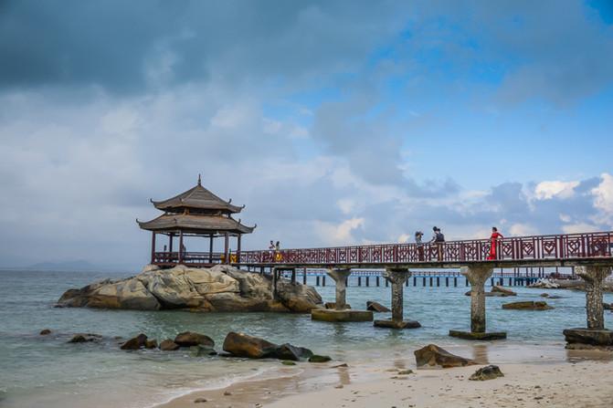 蜈支洲岛的标志性景点--情人桥