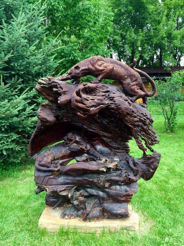 """景观雕塑以""""森林之神"""",生命崇拜,生肖图腾为内容,将生命主题加以诠释"""