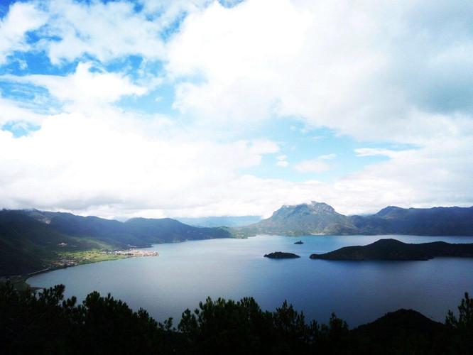 泸沽湖,俗称左所海,古名勒得海,鲁枯湖,位于四川省盐源县