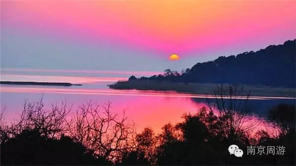 """旅游区由""""七河八岛""""组成,水域面积138平方公里,岛烀婊6平方公里."""