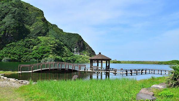 礁溪 温泉公园→ 礁溪温泉  前面那座就是龟山岛了,还真的是一只大