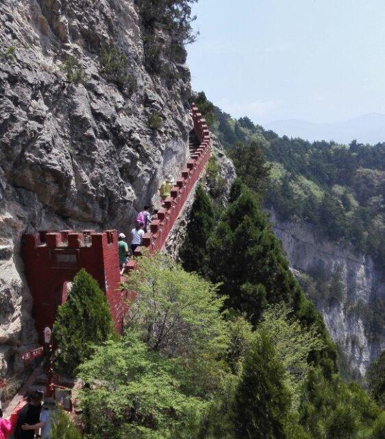 建议先转自然景光:龙吟谷,再坐缆车登山游览人文景点:天竺景区.