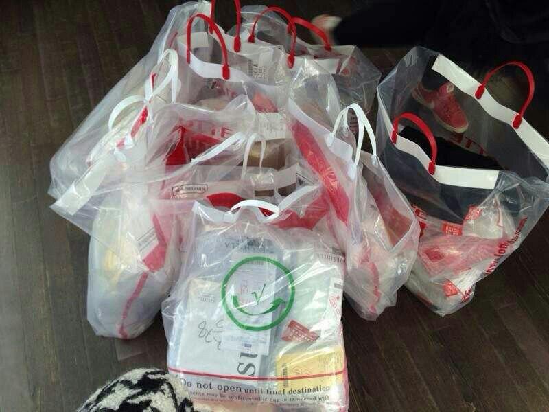 我们的航班只能免费托运一件行李,限重20公斤,韩国实在太多忍不住下手