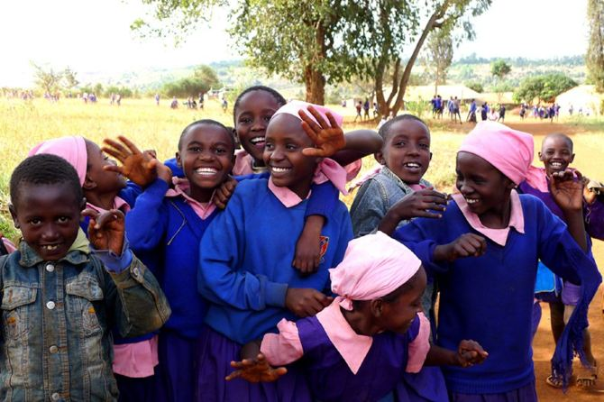 最让我难忘的就是非洲小朋友们灿烂的笑脸.