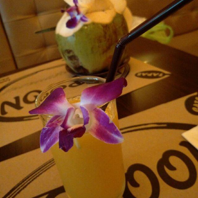 fresh coconutmango juice我知道这是柠檬
