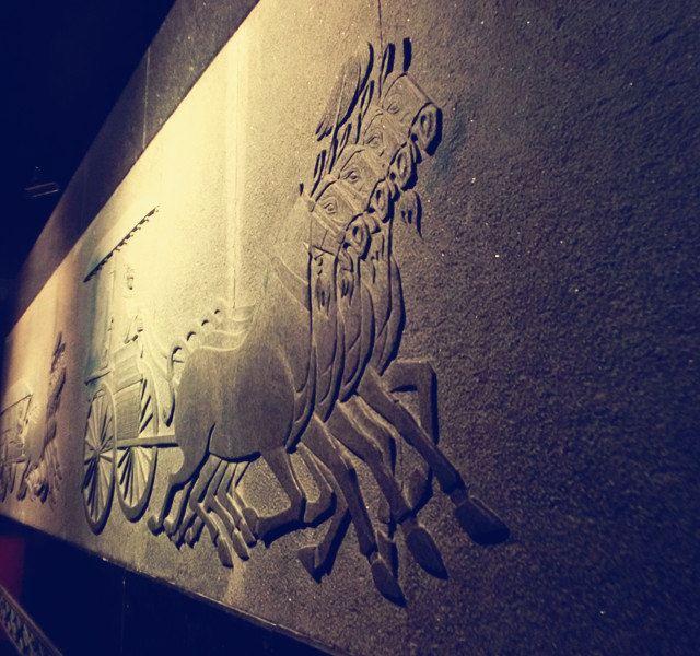 兵马俑二号坑,我们没找讲解员,就一路蹭这讲解员来了解秦始皇这浩瀚