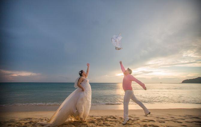 婚纱海水背景素材