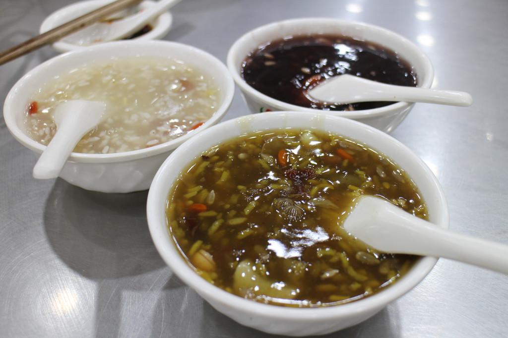 西安小吃街---回民做法的圣地手的抄报美食美食图片