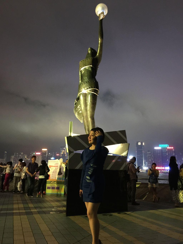 (吐槽一下:其实我还想去铜锣湾、九龙湾、中环、香港大学、兰桂坊都成了下一站) 准备:续签、代购(雅诗兰黛、植村秀、兰蔻化妆品、iPhone 6Plus) 4月17日 CZ3160 BJ-SZ 15:00PM PS:各位看官可能最关心的费用问题,由于是出差深圳去HK,在HK也是好友同行,我在深圳也就呆了不到五个小时,买了很多化妆品(费用不计算在内),所有的花费就是一顿饭、地铁,不到两百元,所以这次是轻装上阵。
