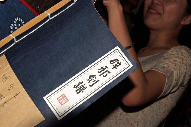 天5夜一个侦探一台单反一个人行走在务关乌第二2背包攻略任杭州图片