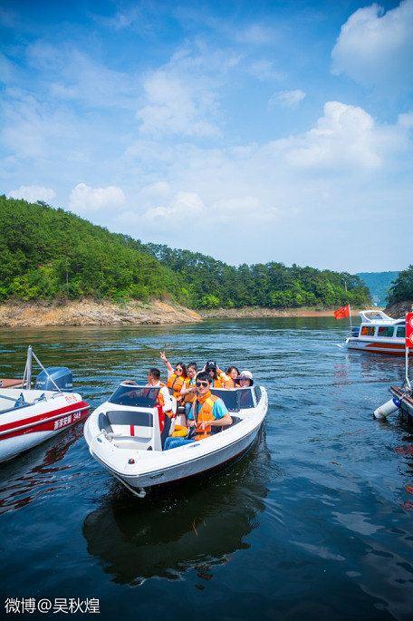 华联进贤湾国际旅游度假区半岛小镇项目位于千岛湖大桥北侧的进贤湾