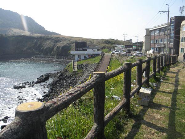 济州岛有二个城市,济州市和西归浦市,济州市又分新济州和旧济州.