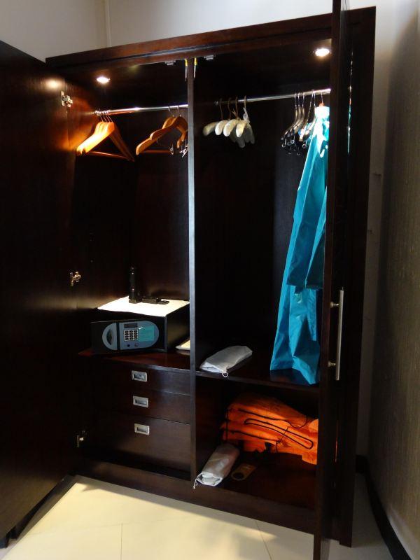 四扇门衣柜内部结构