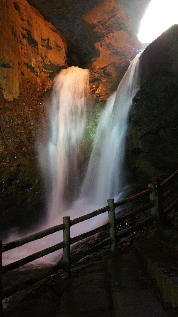 壁纸 风景 旅游 瀑布 山水 桌面 600_1066 竖版 竖屏 手机