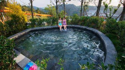 女皇温泉共有室内温泉池,露天温泉池,室内游泳馆,室外小型泳池,儿童戏