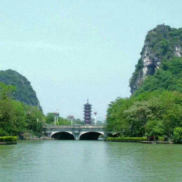 十里画廊景色也不错,一路上天籁蝴蝶泉,遇龙河,大榕树,月亮湾,景色特