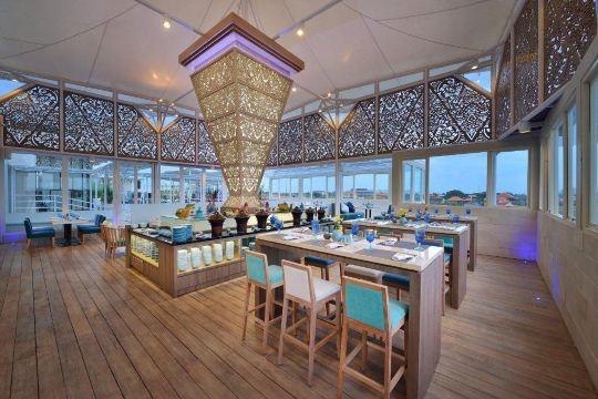 巴厘岛水明漾金色郁金香酒店