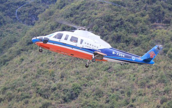 本直升机具有宽敞的客舱