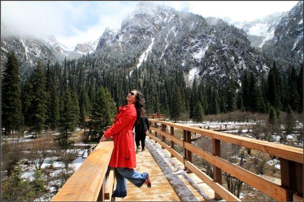 以白马王朗雪山之名欢迎重庆包包白的到来.