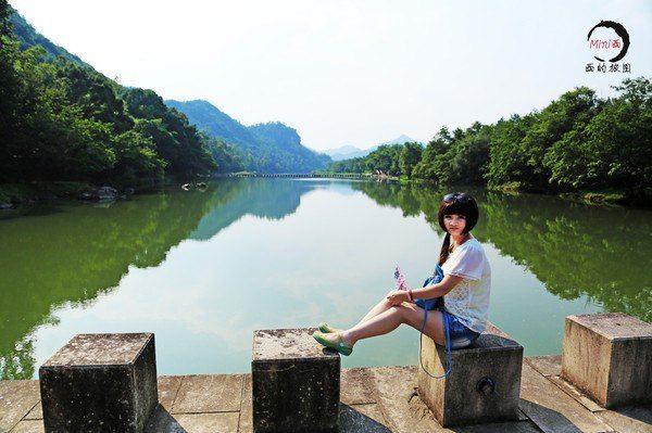 仙都景区地图. 鼎湖峰 画面中的就是鼎湖峰.标准名片照.