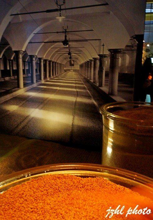 皮尔森啤酒工厂(pilsnerurguellbrewery)位于市郊,啤酒厂的入口是