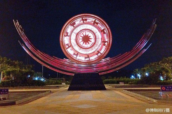 南宁东站广场,极具壮族特色图腾的雕塑.