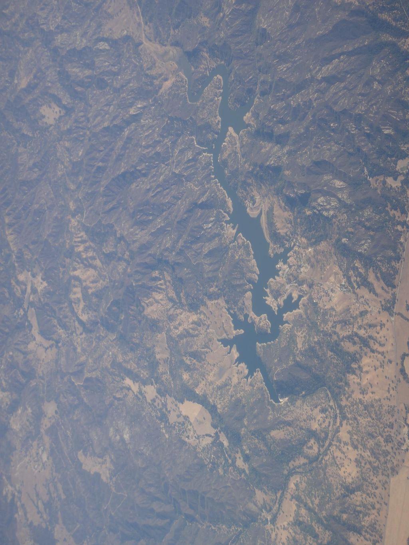去la的飞机上看到龙形河流