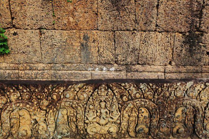 我们的定的三人房~ 酒店名称:暹粒别墅(The Villa Siem Reap) 酒店地址:153 Ta Phul Road,Taphul Village 酒店包接送机场服务~ 【4交通】 去程:成都-暹粒 K6988 返程:暹粒-成都 K6989 这里不得不再赞一下酒店的老板,超级耐心,我们是红眼飞机,早上6点到的,然后老板就和我们先确定行程,帮我们找了接下来三天包车的师傅,行程也按照我们之前出发前的计划来走~ 第一天 By.