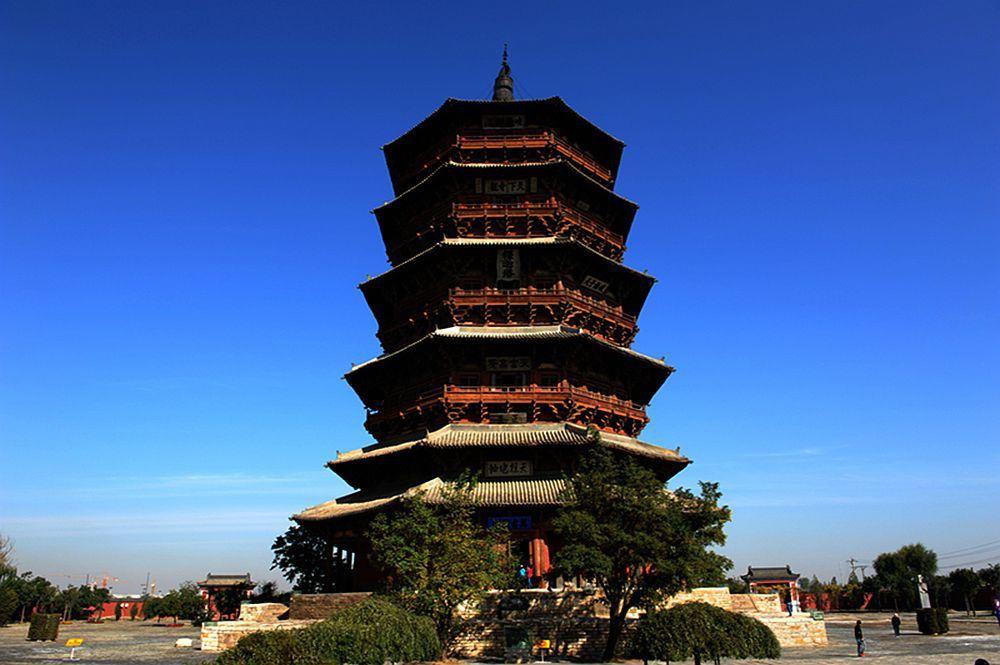 """在梁思成撰写的《中国建筑史》一书中这样写道:""""佛宫寺释迦木塔在"""
