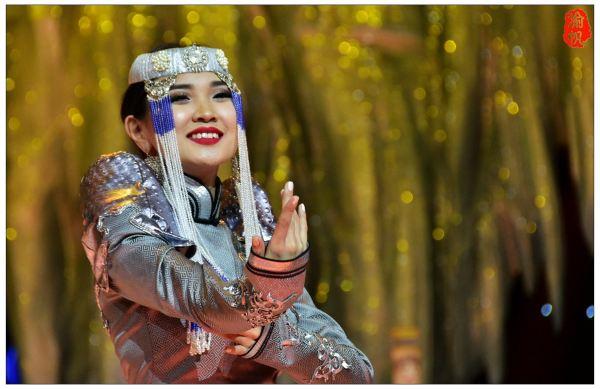 【火速围观】蒙古国的美女与他们的民族服装 - 渝帆 - 渝帆空间