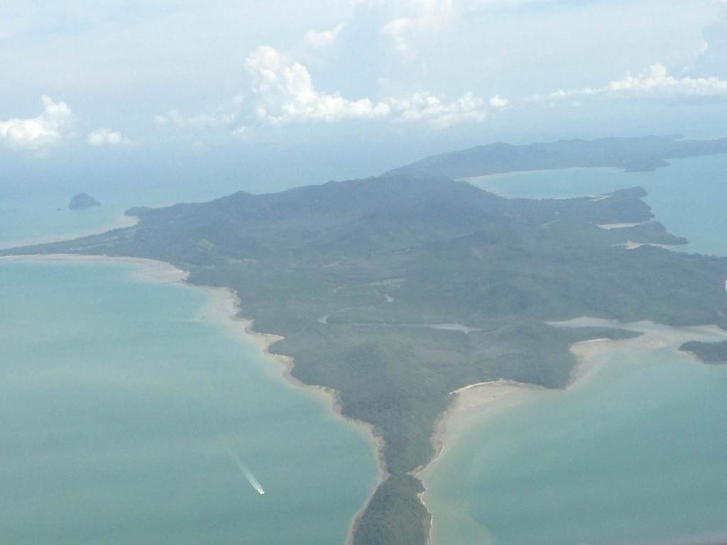 第1天 2013-10-15  沈阳桃仙机场出发,和亲爱的向普吉岛前进,蜜月之
