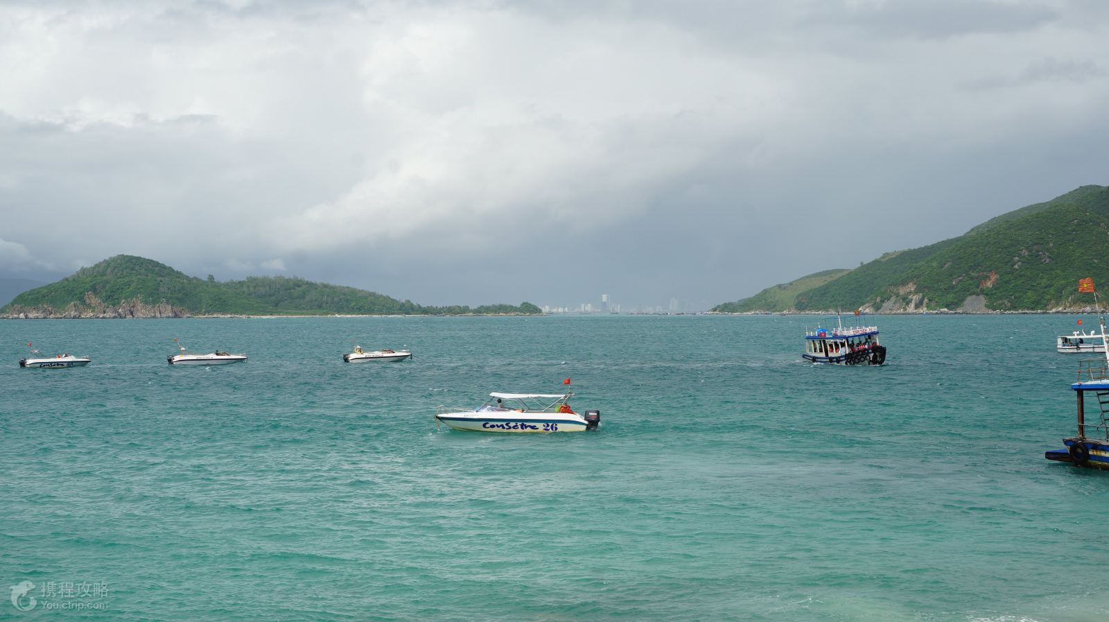 也被称为珊瑚岛或黑岛,是芽庄的著名观光岛屿之一,木岛一带的海域