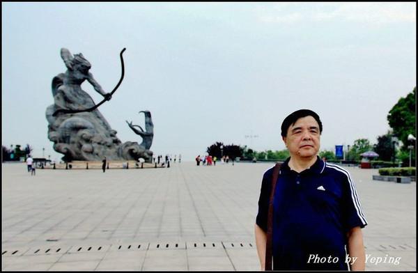 巴蛇,古代中国的巨蛇,据说体长达到180米,头部蓝色,身体黑色,居住在