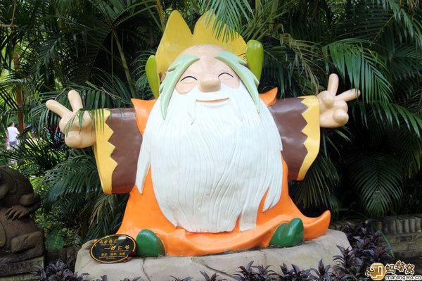 卡哇伊的人物雕塑~~~整个呀诺达雨林里面的人物雕塑