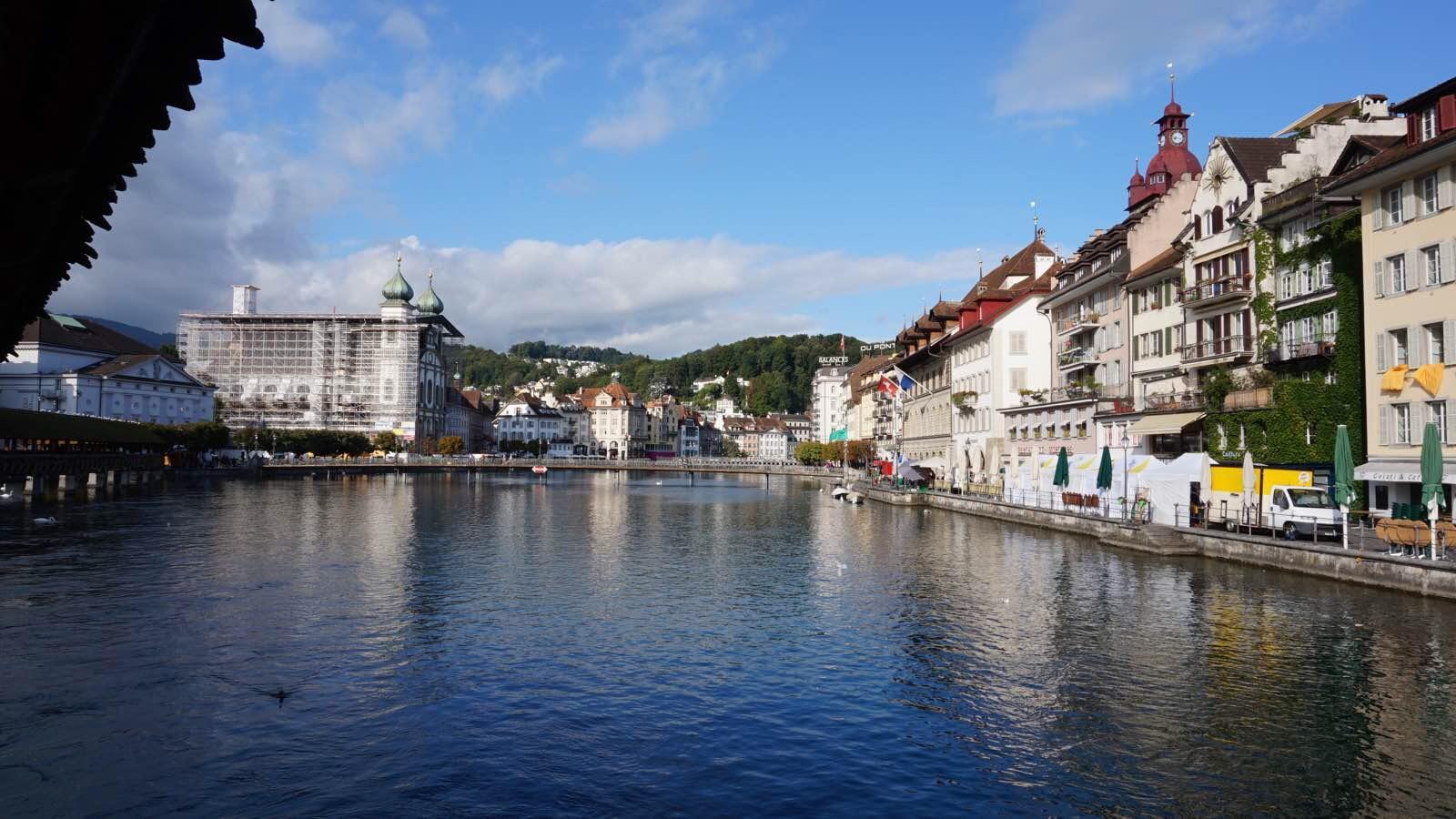 瑞士琉森天鹅湖廊桥
