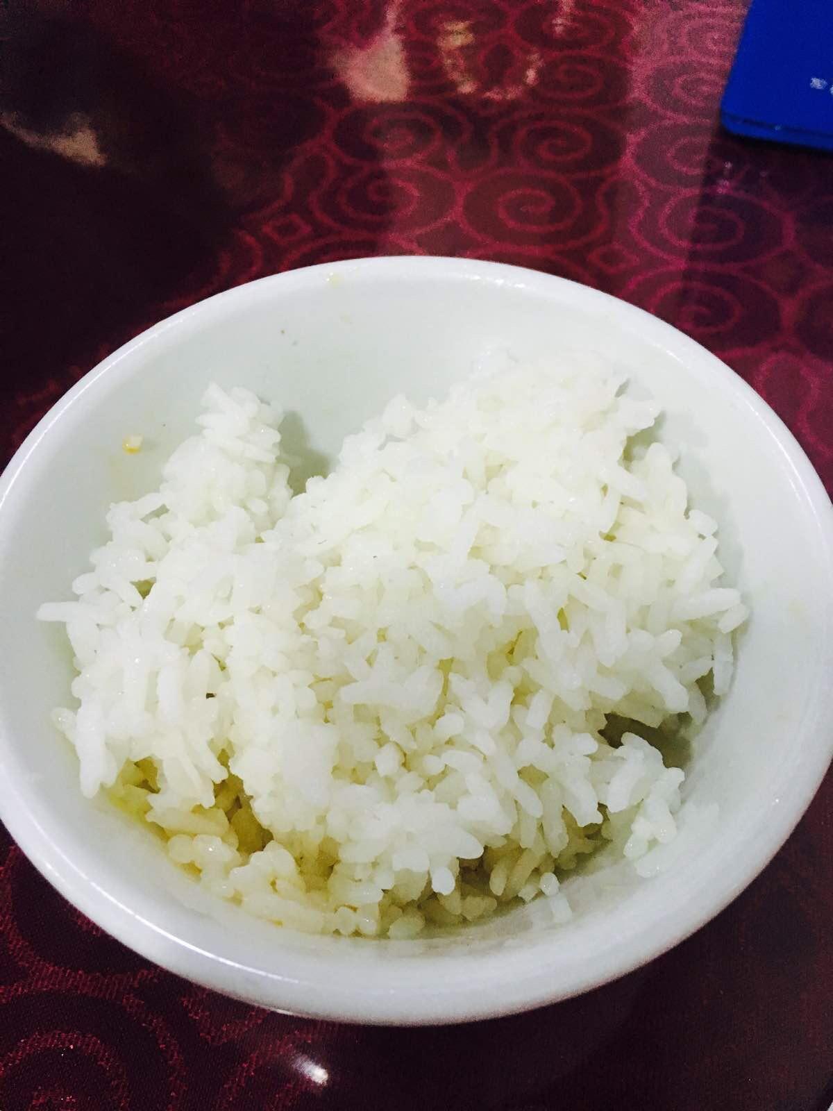 懒于开灶最爱的便是到店里拎一大碗冒菜回家配白米饭图片
