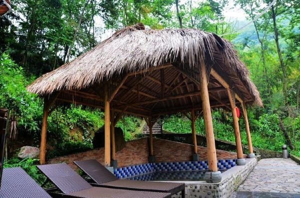 避暑度假,休闲娱乐,生态果蔬采摘等功能为一体的森林温泉度假型酒店