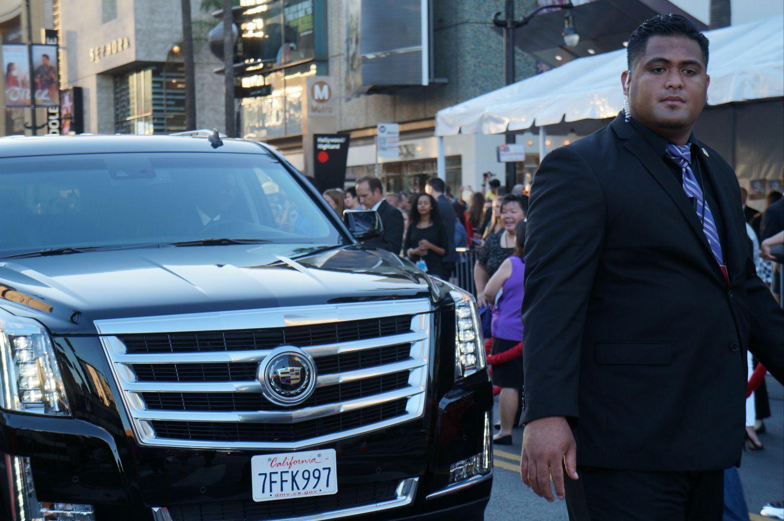 好莱坞明星的保姆车与保镖.
