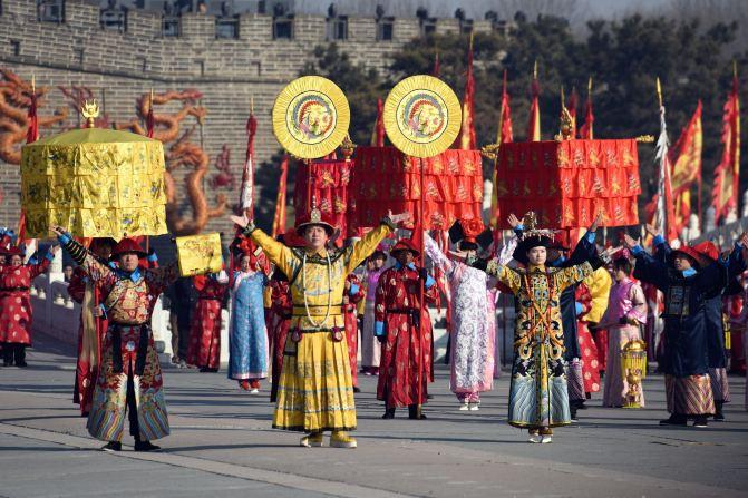 京逛庙会 庙会大棚歌舞团图片