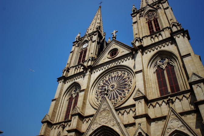教堂平面呈拉丁十字形