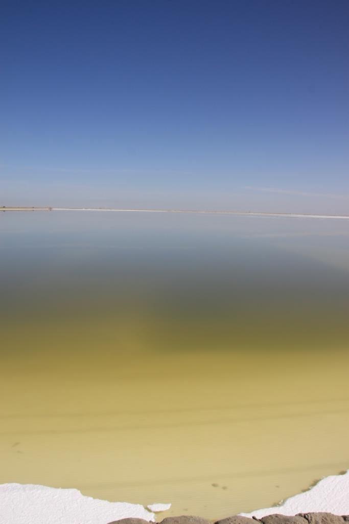 竖湖水背景图素材
