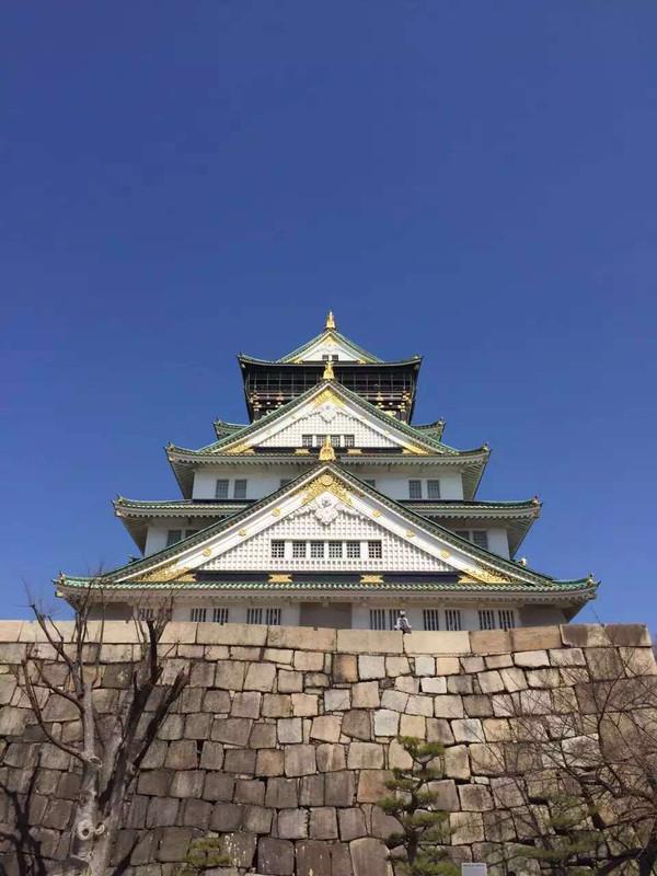 步行800米,长堀桥站,乘坐长堀鹤见绿地线(门真南方向),5站大阪城公园