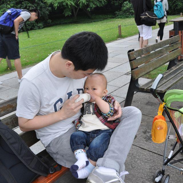 杭州离上海很近,坐个动车,高铁一个多小时就到了,不用担心带娃坐飞机