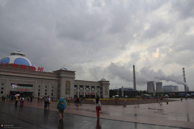 坤是第二批乘火车去哈尔滨转飞机回家.