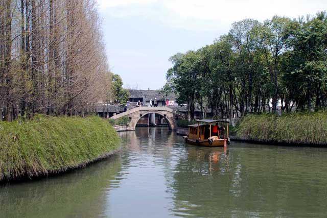 结束全部游程赶往大门入口处,回眸乌镇是一幅唯美的水乡景色.