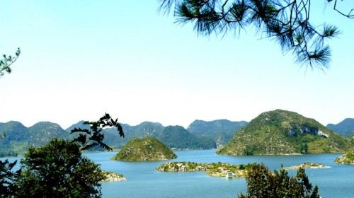 清镇平坝县境内  标签: 旅游景点 国家公园 自然地物 湖泊  红枫湖共